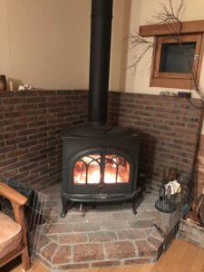 暖炉の火を見ながらおしゃべり